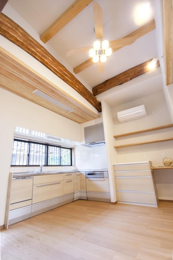 天井の高いキッチン
